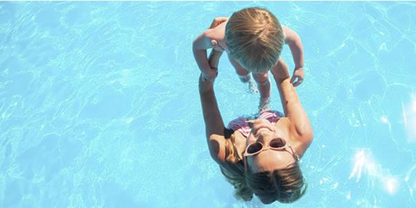 Cómo proteger los ojos en la piscina