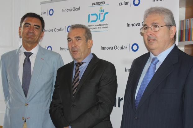 El Dr. Juan Pedro Torralba, el Dr. Pedro Caro y el Dr. Luis Caro, resp. de Oftalmología Pediátrica, Estrabismo y Motilidad Ocular de Innova Ocular Oculsur