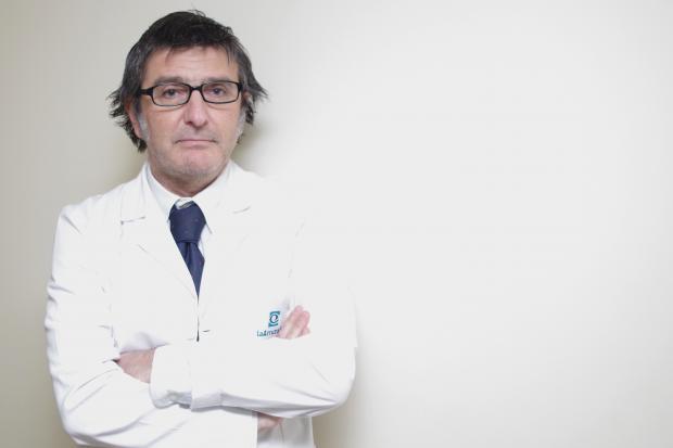 2016 02 26 El doctor Alberto Villarrubia, responsable de la Unidad de Córnea y director del departamento de Investigación, Desarrollo e Innovación del Hospital Innova Ocular La Arruzafa
