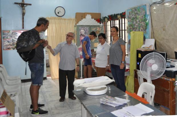 Padre Julio Cuesta, misionero; y coordinadora de FLA, Alicia Navarro