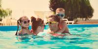 Uso de gafas de sol para el cuidado de los ojos en verano
